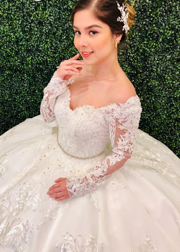Vestido de novia en manga larga con encaje