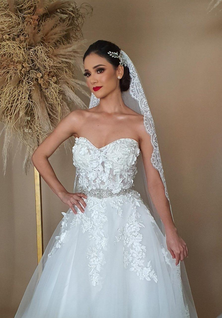 Vestidos de novia con encaje y flores